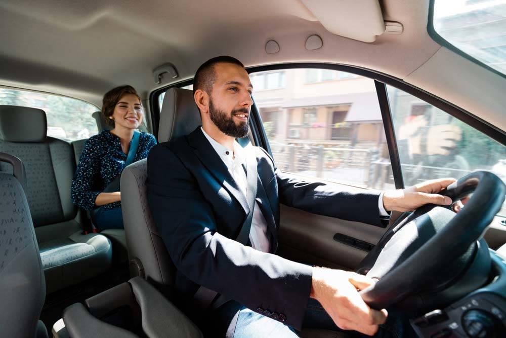 Taxis und Mietwagen